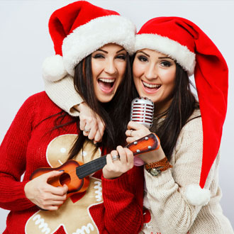 Two women singing Christmas hits at the Beer & Sing event